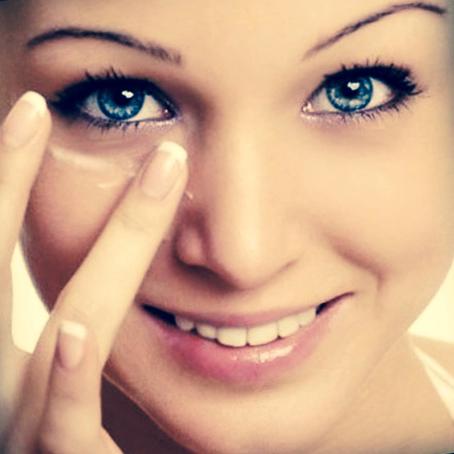 Кожа вокруг глаз: правильный уход и выбор косметики