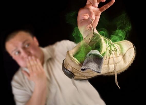что вызывает неприятный запах изо рта