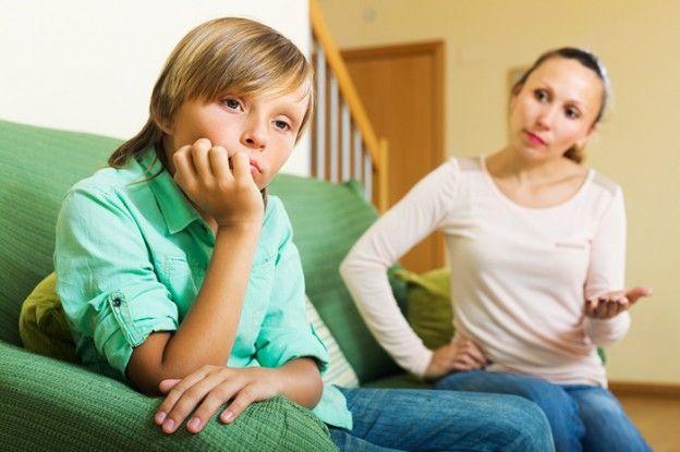 мачеха ругает сына за плохие оценки видео