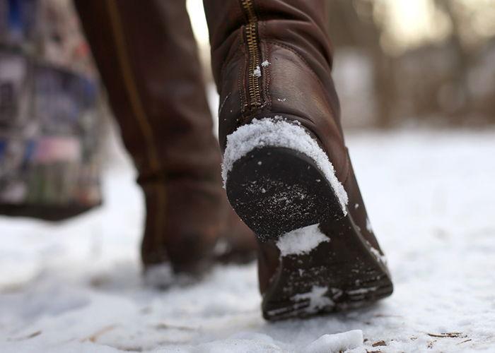 скользит обувь зимой
