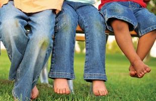 удаляем пятна от травы на джинсах