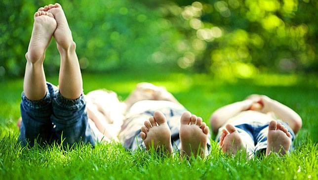 выводим пятна от следы пятен травы с джинсовой одежды