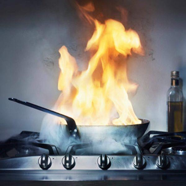 горелая посуда на кухне