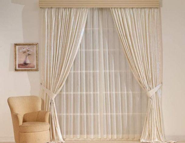 окно с занавесками