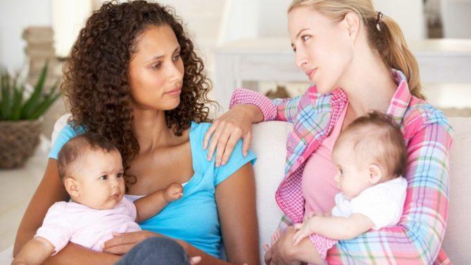 молодые мамы поддерживают друг друга