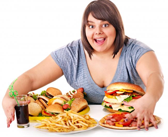 женщина с ожирением есть фаст фуд